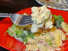 Creamy Broccoli Tuna Pasta Normally I am a chicken fan, but I make an exception with this meal. Kevin and I loved this meal when we were dating, so I set out to make it from scratch. We loved how i…