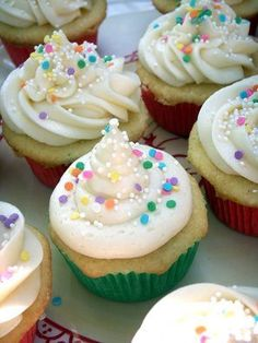 52 Cupcakes and Layla: Billy's Vanilla, Vanilla Cupcakes with Vanilla Buttercream Frosting...from Billy's Bakery!