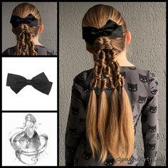 A ponytail with fishtailbraids and a beautiful bow from the webshop www.goudhaartje.nl (worldwide shipping). Hairstyle inspired by: @creativetangles (instagram) #hair #hairstyle #braid #braids #hairstylesforgirls #plait #trenza #peinando #прическа #pricheska #ヘアスタイル #髮型 #suomiletit #zöpfe #frisuren #fläta #fletning #beautifulhair #ponytail #fishtailbraid #hairaccessories #hairinspo #braidideas #longhair #goudhaartje