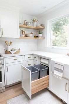 Pull-out kitchen trash can cabinet with two trash bins AND a built-in paper towel holder - I need this in my new kitchen! kitchen trash can cabinet with two trash bins AND a built-in paper towel holder - I need this in my new kitchen! Home Decor Kitchen, Interior Design Kitchen, Home Kitchens, Ikea Kitchens, Decorating Kitchen, Rustic Kitchen, Kitchen Cabinets Design Layout, Small Condo Decorating, Ikea Kitchen Design