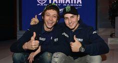 YAMAHA factory Racing: Jorge Lorenzo y Valentino Rossi, compañeros pero rivales... y con la chicas de Monster