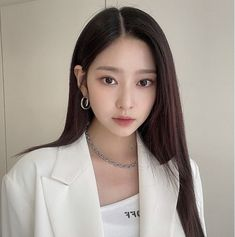 Cute Girls, Cool Girl, Cute Girl Sketch, Yu Jin, Pearl Earrings, Hoop Earrings, Kim Min, Fun To Be One, Aesthetic Pictures