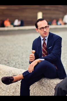 Navy suit, light blue shirt, red tie with white stripes Mens Suit Colors, Blue Suit Men, Navy Blue Suit, Navy Suits, Dapper Gentleman, Dapper Men, Gentleman Style, Mature Mens Fashion, Suit Fashion