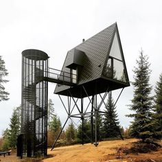 Ausguck im Muminwald - Baumhäuser von Espen Suvernik in Norwegen Tree houses by Espen Suvernik in Norway / lookout in the Moomin Forest - Architecture and Architects - News / Messages / News - BauNetz. Architecture Design, Amazing Architecture, Landscape Architecture, Building Architecture, Black Architecture, Landscape Pics, Architecture Portfolio, Zombie Proof House, Zombie Apocalypse House