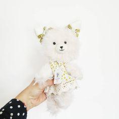 """C O B O M I on Instagram: """"un #peloso esta hecho en Chile a mano. para q gastar en algo de plástico?  cuando puedes tener un suave y tierno gatito  que impulsa la…"""" Chile, Teddy Bear, Toys, Instagram, Kitty, So Done, Activity Toys, Clearance Toys, Teddy Bears"""