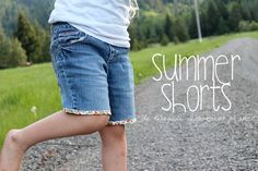 These DIY jorts with some bias tape are so gosh darn cute - love them!! Summer-Shorts