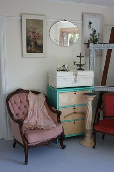From the blog Time Worn Style.  Love this gal. Have met her thru involvement in the Shabby Vintage Junk Extravaganza. Beautiful stuff, beautifully presented.