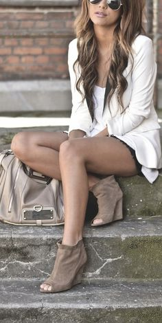 Pretty without Trying / Casual - shorts, long-sleeved cotton top (solid neutral) with neutral ankle boots.