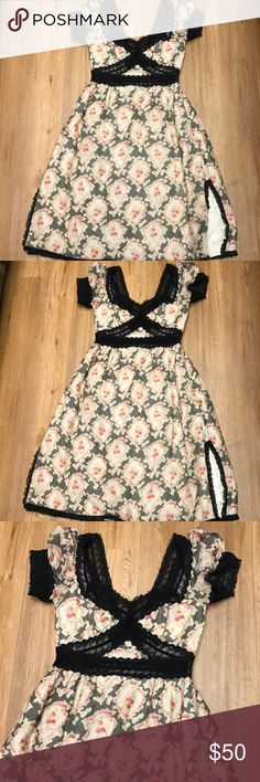 Ann Sui romance dress size 4 excellent condition Stunning dress by Ann Sui in nice preowned condition Ann Sui Dresses Midi