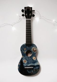 Hand-painted starry night ukulele by aliciaamayne. This is beautiful! Ukulele Art, Ukulele Songs, Ukulele Chords, Guitar Art, Ukulele Drawing, Ukelele Painted, Painted Guitars, Ukulele Design, Vincent Willem Van Gogh