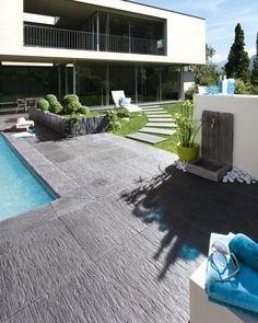 Jardin contemporain par PIERRA avec la collection Ardoisière : dalle #terrasse, bordure, fontaine...  http://www.pierra.com/exterieur/ardoisiere/