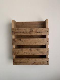Pine Shelves, Rustic Shelves, Wooden Shelves, Paper Organization, Bathroom Organisation, Menu Restaurant, Bar Menu, Modern Bathroom Decor, Bathroom Sets