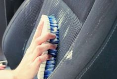 cleaning cars Clean your car on the cheap with this super easy DIY car upholstery cleaner. It brightens even the dingiest seats! Car Cleaning Hacks, Car Hacks, Cleaning Recipes, Diy Cleaning Products, Cleaning Interior Of Car, Daily Cleaning, Cleaning Solutions, Cleaners Homemade, Diy Cleaners
