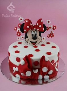 Mickey Cake Pops, Mickey And Minnie Cake, Minnie Mouse Cookies, Minnie Mouse Birthday Cakes, Bolo Minnie, Minnie Mouse Baby Shower, Mickey Cakes, Baby Birthday Cakes, Mickey Mouse Birthday