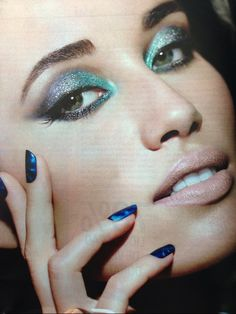 Make up Blue and Green Shadow sombra azul e verde batom nude lipstick maquiagem unhas azuis blue Nail esmalte magnético  Instagram: @misspinkbrazil