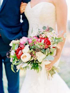 Merlot and warm toned bouquet | http://adrianamarieevents.com photo by Love by Serena