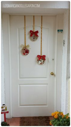 Christmas DIY Outdoor Decor Ideas that Will Wow Your Neighbors this Year - The Trending House Outdoor Christmas, Christmas Home, Christmas Lights, Christmas Crafts, Christmas 2019, Easy Christmas Decorations, Christmas Wreaths, Holiday Decor, Dollar Store Christmas
