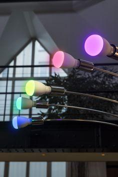 Ampoule LED qui offre une variations des couleurs et des ambiances. Elle se commande à distance grâce à une application sur smartphone. Economique en dépense énergétique !