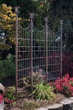 Loving this garden screen trellis!
