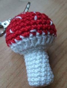Jetzt gratis einen super Glücksbringer in Form eines Fliegen-Pilzes häkeln. Das schaffst Du locker, leg einfach gleich mal los damit. Klick jetzt rein.