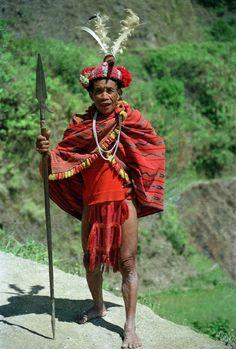 Elderly Headhunting Ifugao warrior in the Philippines Philippines Dress, Philippines Culture, Body Painting Festival, Baybayin, Filipino Culture, Filipino Tribal, Filipiniana, Medieval Armor, Borneo