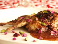 Quail In Rose Petal Sauce Recipe Like Water For Chocolate, Flower Food, Rose Petals, Sauce Recipes, Carne, Good Food, Food And Drink, Cooking, Gourmet