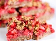 Banana Berry Oat Bars