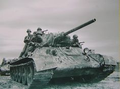 T-34/76 Medium Tank with soldiers on board #worldwar2 #tanks