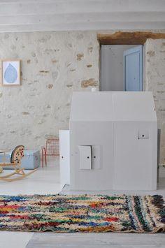 DIY: Playhouse from a Cardboard Box