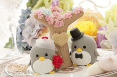 Penguins :) cake toppers! so freaking cute