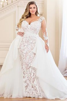 Plus Size Bridal Dresses, Plus Size Wedding Gowns, Plus Size Brides, Plus Size Gowns, Wedding Dress Train, Dream Wedding Dresses, Gown Wedding, Lace Wedding, Full Figure Wedding Dress