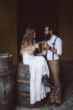 Editorial Hipster, noiva, casamento, noiva hipster, noivo hipster, vestido de noiva, casamento no outono, casamento no inverno, noivo de barba, noivo de coque,