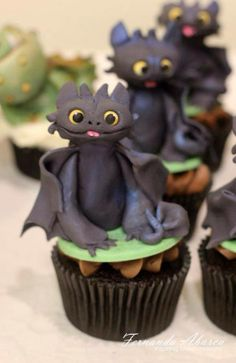 Toothless cupcakes!! I wish I could get them for my birthday♥