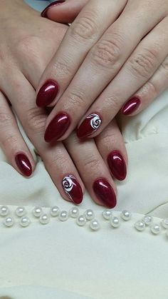 Red nails with white roses - LadyStyle