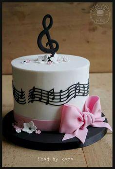 Music notes cake
