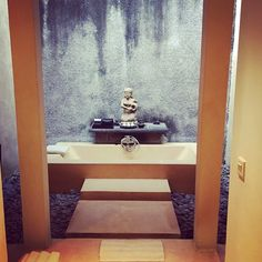 Outdoor bathroom at the gangsa Picture by @beauty_maki