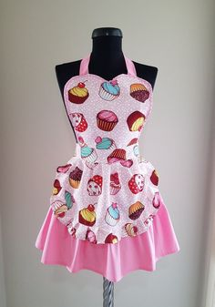 Cupcake aprons for women Sweetheart womens cooking apron Cute kitchen apron Pinup apron Lovely kitchen pinny Pink retro apron Pink Apron, Cute Aprons, Sewing Aprons, Moda Vintage, Apron Designs, Kitchen Aprons, Apron Dress, Diy Clothes, Barbie