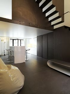 2012 Twin Lofts Design by Federico Delrosso Architecture Interior Pictures and Images Black Staircase, Interior Staircase, Staircase Design, Interior Architecture, Stair Design, Minimalist House Design, Minimalist Home, Lofts, Inside Design