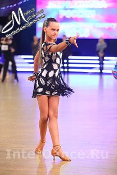 Ru - ТанцеваРLatin Ballroom Dresses, Ballroom Hair, Samba Dance, Baile Latino, Dresses For Tweens, Skating Dresses, Junior Dresses, Dance Outfits, Dance Costumes