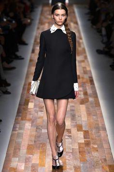 Le défilé Valentino automne-hiver 2013-2014, robe écolière noir et blanc