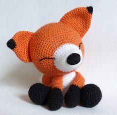 ma petite galerie: Amigurumi: Réalisations et patrons - marie roussel - Crochet Heart Blanket, Easy Crochet Hat, Crochet Diy, Crochet Kids Hats, Crochet Amigurumi, Crochet Gifts, Amigurumi Doll, Crochet Animals, Crochet Dolls