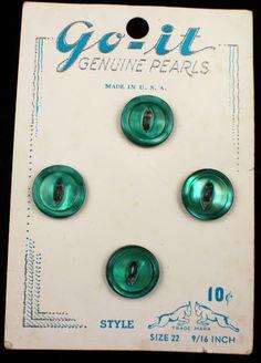 ButtonArtMuseum.com - Vintage Emerald Green Pearl Shell MOP Buttons Original Graphic Store Card