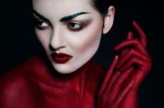 Red Queen on Makeup