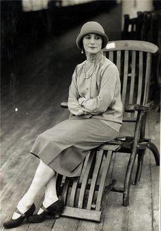 Russian ballet dancer Anna Pavlova during her Australian tour in 1929.    http://semioticapocalypse.tumblr.com