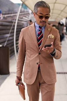 On the Street…The Fortezza, Florence « The Sartorialist The Sartorialist, Gentleman Mode, Gentleman Style, Suit Up, Suit And Tie, Mens Fashion Suits, Mens Suits, Fashion Outfits, Tie And Pocket Square