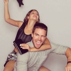 Willa Holland and Stephen Amell #SDCC