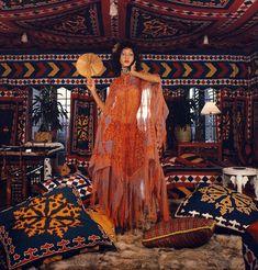 Pat Cleveland in Zandra Rhodes La Boheme Vintage Bohemian Style Inspiration Fashion Mode, 70s Fashion, Fashion History, Vintage Fashion, Womens Fashion, British Fashion, Hippie Fashion, Fashion Ideas, Bohemian Gypsy