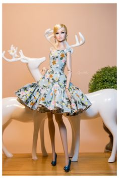 Barbie dolls buildings, all aspects conventional wood-based holds to effectively Barbie Dreamhouses. Barbie Gowns, Barbie Dress, Barbie Clothes, Fashion Royalty Dolls, Fashion Dolls, Fashion Dresses, Fashion Clothes, Barbie Mode, Barbie Fashionista Dolls