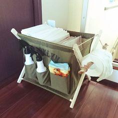 ワンズのおトイレセットをひとまとめに。 シート、新聞、トイレットペーパー、ウェットティッシュ、消臭剤、アルコール。。 完璧。゚( ゚^∀^゚)゚。アハハハ。