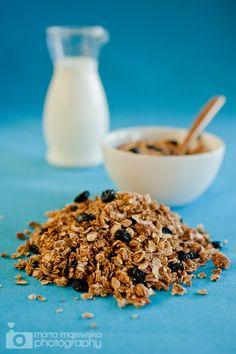 Homemade blueberry & almond granola